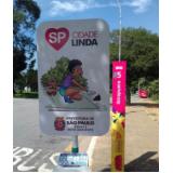 totem de rua com propaganda Águas de Lindóia